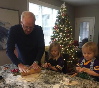 Jeff_Baking with grandkids_1018_2